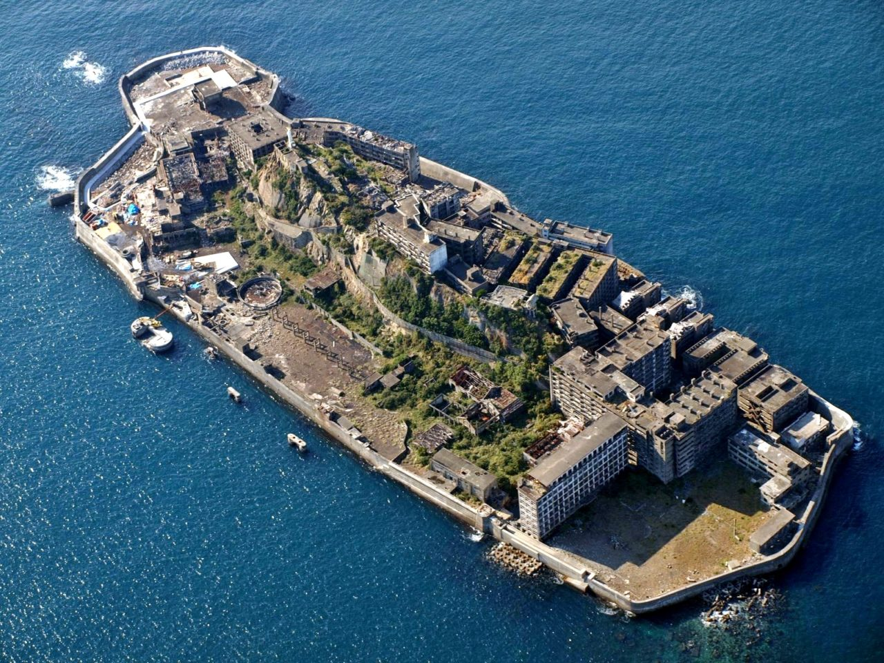 軍艦島クルーズで長崎の人気観光スポット軍艦島へ